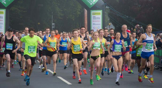 Jenny Nesbitt (1497) running alongside Jo Pavey (1001) at the 2015 Worcester City 10K